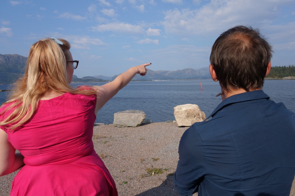 Blikket festes over fjorden, er det utesitting som Ingrid driv med?